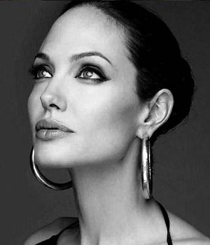 Angelina Jolie'nin makyaj sırları