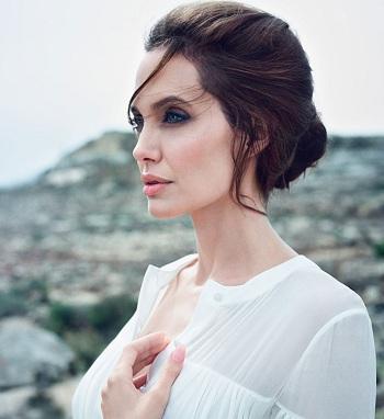 Angelina Jolie Porselen Ten Makyajı
