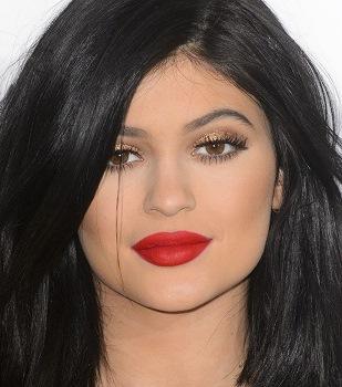 Kylıe Jennerin 5 Ruju ünlülerin Makyajı
